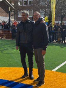 Frank Rijkaard en Ruud Gullit bij opening Cruyff Court